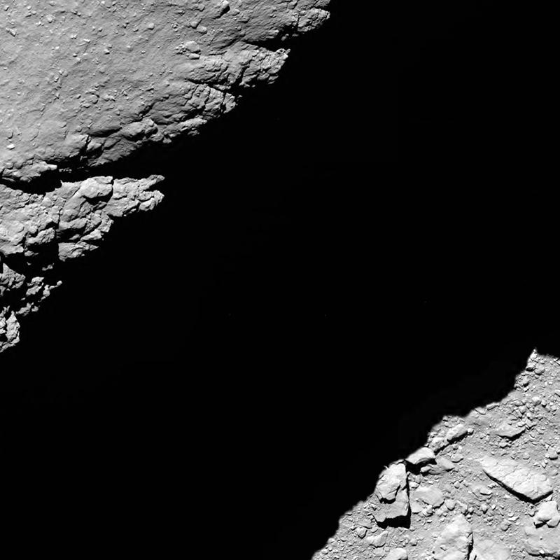 Rosetta : Mission autour de la comète 67P/Churyumov-Gerasimenko  - Page 30 Comet_from_12-57ee