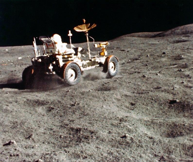Le pionnier de l'exploration spatiale John Young s'éteint