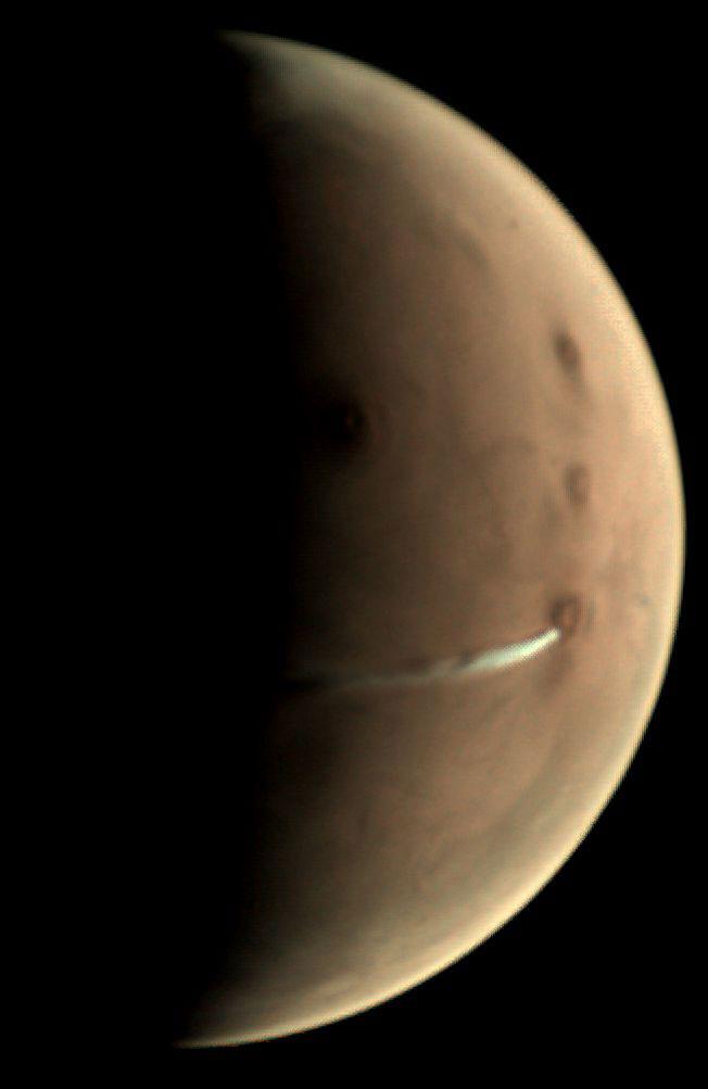 Un volcan de Mars en éruption ? Non, un drôle de nuage !